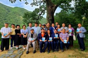 [영상 /포토] 옥천군 장계리 뿌리깊은나무, 400년 상수리나무 살리기
